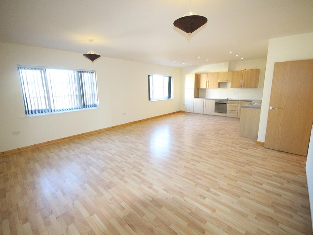 2 bedroom apartment For Sale in Colne - IMG_1357.jpg